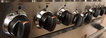 Solid metal knobs on the American Range Heritage Classic Series Range